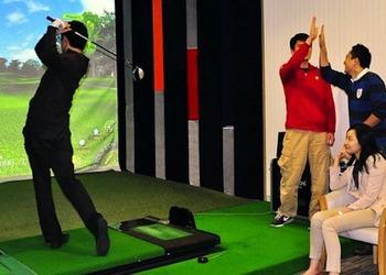 Фото симулятора гольфа Golfzone