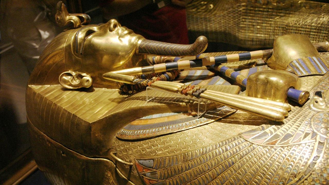 Ученые выяснили, что фараон Тутанхамон упал с велосипеда и умер