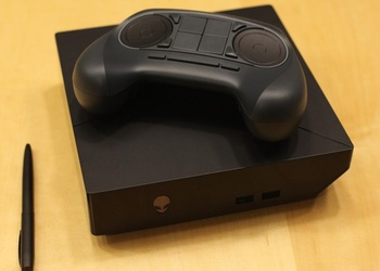 Фото Steam Machine совместно с Steam Controller