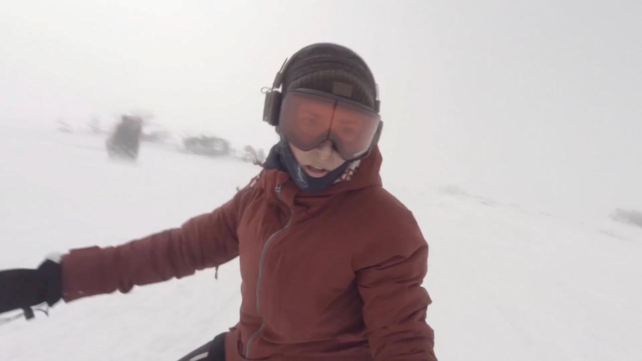 ВЯпонии сноубордистка засняла гнавшегося заней медведя