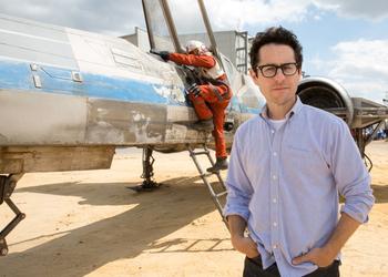 Сценарист Джей Джей Абрамс на съемках кинофильма Star Wars: Episode VII