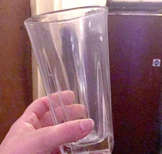 Немытый стакан Джастина Бибера реализуют за5 млн. руб.