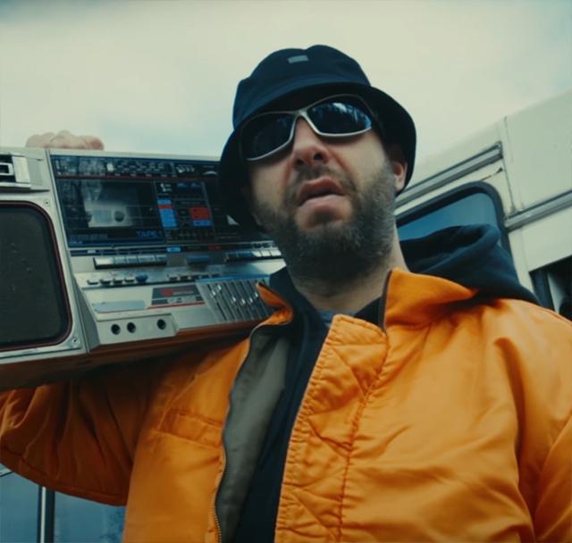 Иван Ургант сделал пародию на клип «Между нами тает лед»