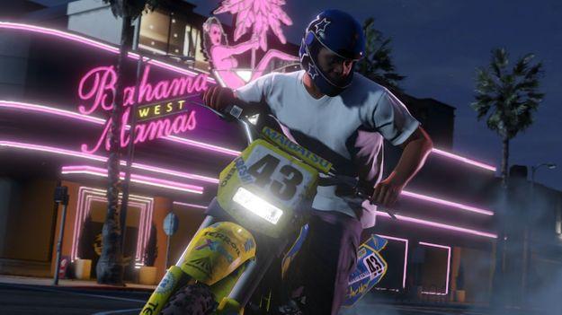 В системе переключения между главными героями игры GTA V есть 4-й автомат персонажа для мультиплеера