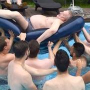 Видео не без; Жириновским держи надувном матрасе взорвало интернет