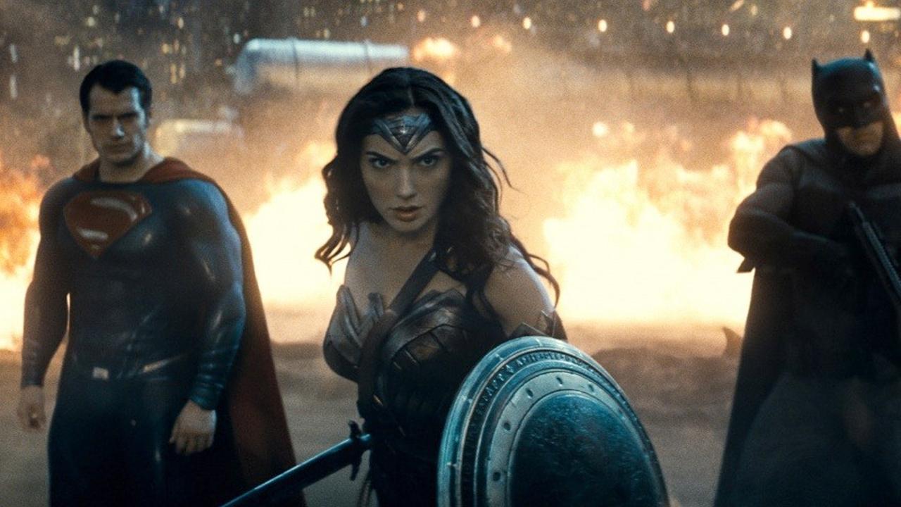 «Бэтмен против супермена» возглавил шорт-лист премии «Золотая малина»