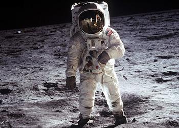 Фото с Луны
