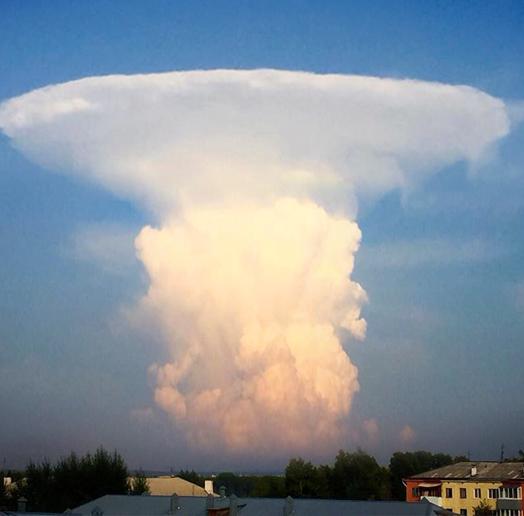 Граждан Кузбасса испугало схожее наядерный гриб облако