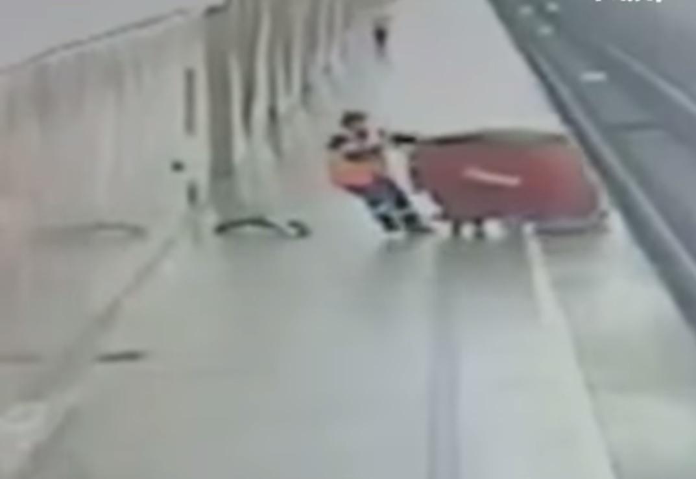 Робот совершил «суицид» вмосковском метро
