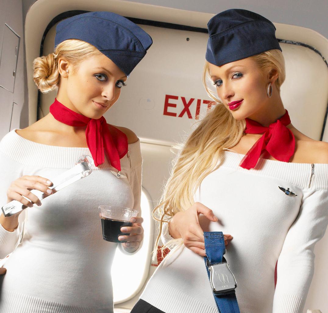 Стюардесса занялась сексом с пассажиром 3 фотография