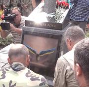 В Киеве поставили статуя погибшим воинам АТО из изображением героя Diablo 0