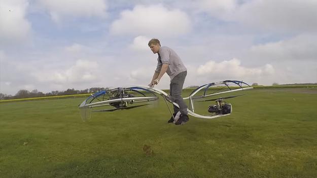 вообще возникает изобретатель из британии построил летающий байк Фармига Актриса Вера