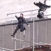 Страшную травму Тома Круза в съемках фильма «Миссия Невыполнима 0» засняли получи и распишись видео