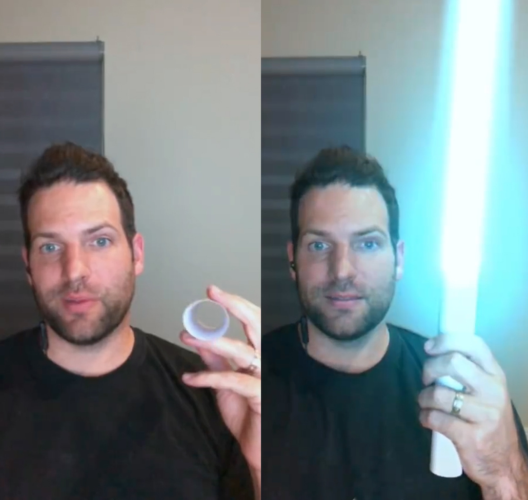 В сети ошалели от возможности сделать световой меч из скрученного листа бумаги