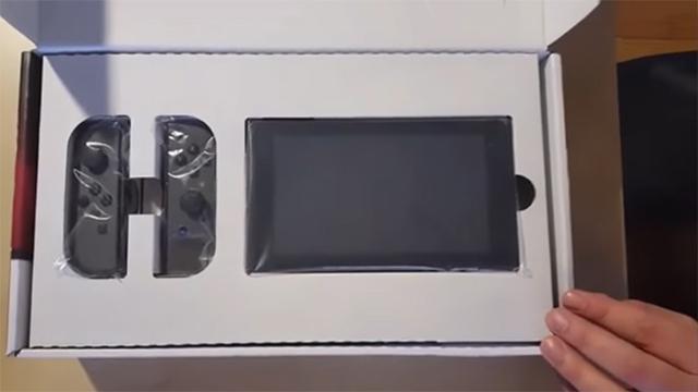 Видео распаковки новоиспеченной консоли Nintendo Switch