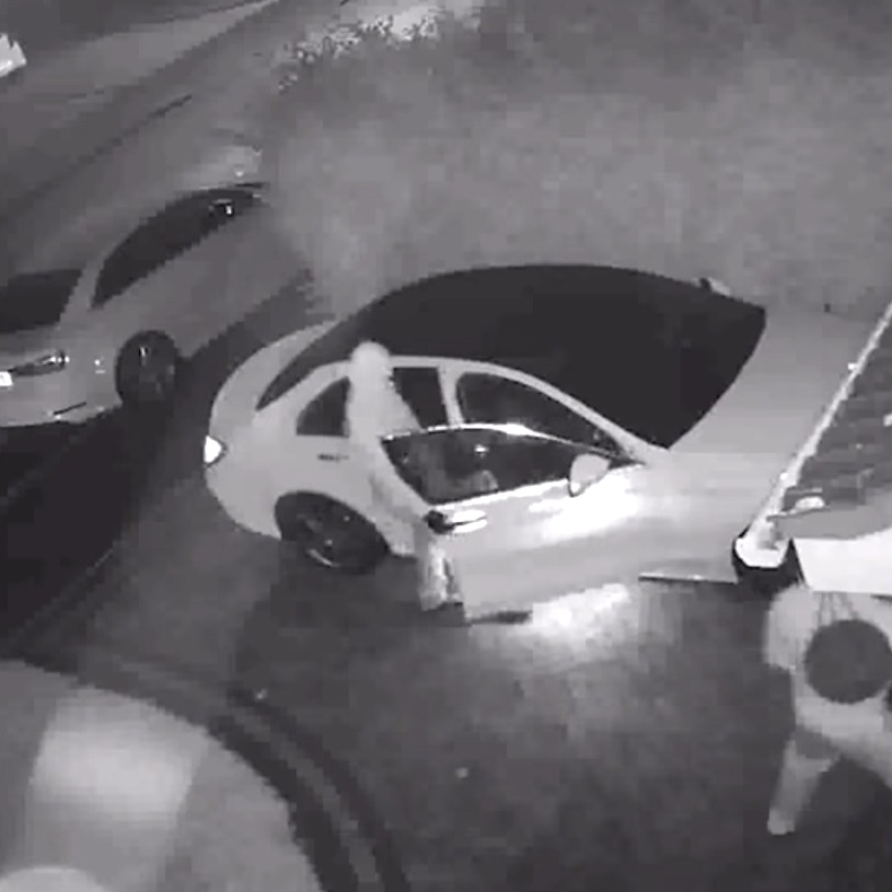 Навидео засняли, как воры угнали машину за1 минуту без ключа